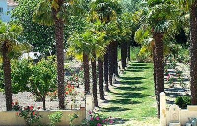 Le_Mas_de_la_Roseraie_Logis-Arles-Garden-4-152296.jpg