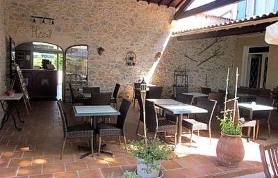 Le_Mas_de_la_Roseraie_Logis-Arles-Terrace-152296.jpg