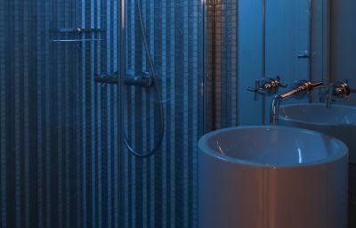 Hotel_R_de_Paris-Paris-Bathroom-3-153346.jpg