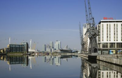ibis_London_Excel_Docklands-London-Exterior_view-3-161238.jpg