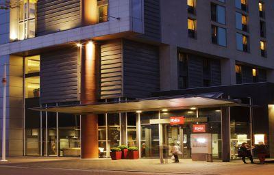 ibis_London_Excel_Docklands-London-Hotel_outdoor_area-161238.jpg