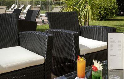 Mercure_Cannes_Mandelieu-Cannes-Hotel_bar-6-161380.jpg