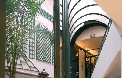 Moulin_Plaza-Paris-Terrace-161612.jpg
