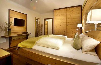 Bergblick_Gaestehaus-Scheidegg-Double_room_superior-1-163573.jpg