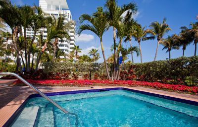 Piscina Holiday Inn MIAMI BEACH-OCEANFRONT