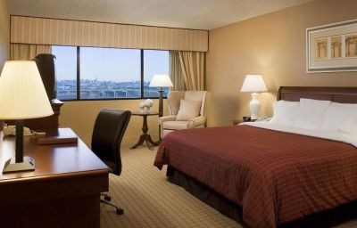 DoubleTree_by_Hilton_Newark_Airport-Newark-Room-6-167715.jpg