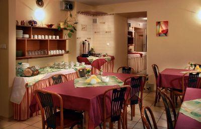 Monika-Krakow-Restaurant-168060.jpg