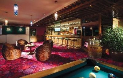 Regal_Riverside-Hong_Kong-Hotel-Bar-2-168388.jpg