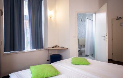 Emonec-Ljubljana-Double_room_standard-5-168572.jpg