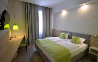 Emonec-Ljubljana-Double_room_superior-3-168572.jpg