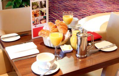 Ramada_London_North_Welcome_Break_Service_Area-London-Breakfast_room-171215.jpg