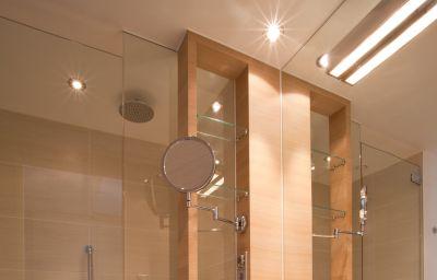 Ramada-Salzburg-Bathroom-1-173708.jpg