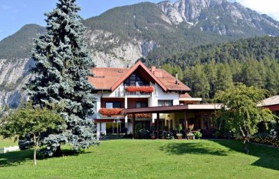 Exterior view Gerti Pension Nassereith (Tyrol)