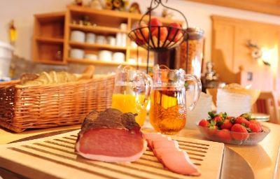 Zum_Schwanen_Gasthof-Reutte-Restaurantbreakfast_room-5-178059.jpg