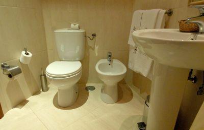 Lar_do_Areeiro_Residencial-Lisbon-Bathroom-1-181089.jpg