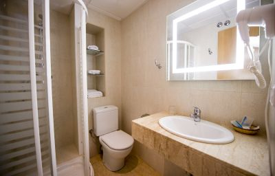 Internacional-Calella-Bathroom-4-194189.jpg