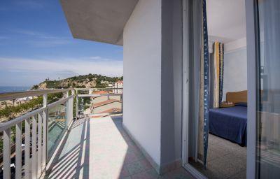 Room with balcony Internacional