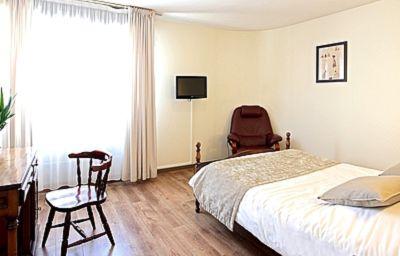 La_Chaumiere_Logis-Voiron-Double_room_standard-2-202365.jpg
