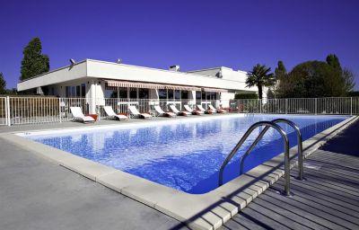 Swimming pool Best Western Bordeaux Aeroport