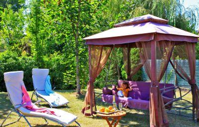 Le_Lascaux-Montignac-Garden-204762.jpg
