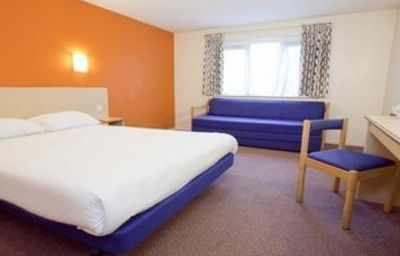 TRAVELODGE_CANTERBURY_WHITSTABLE-Faversham-Room-210673.jpg