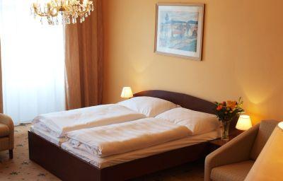EA_Esplanade-Carlsbad-Double_room_standard-12-215033.jpg
