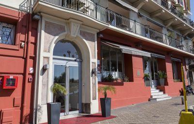 Suisse-Nice-Hotel_outdoor_area-215793.jpg