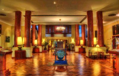 Vestíbulo del hotel Inya Lake