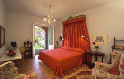 Chambre avec vue sur la piscine Villa Zuccari