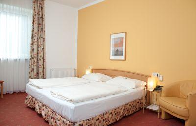 Feichtinger-Graz-Double_room_standard-3-217688.jpg