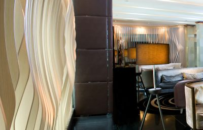 Hol hotelowy LKF by Rhombus Lan Kwai Fong