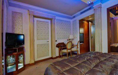 Dream_Motel_-_Hotel-Appiano_Gentile-Double_room_standard-6-220042.jpg
