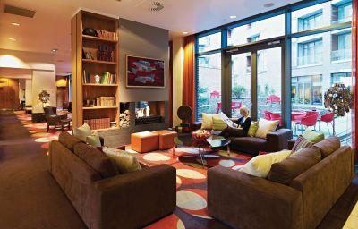 Hall Adina Apartment