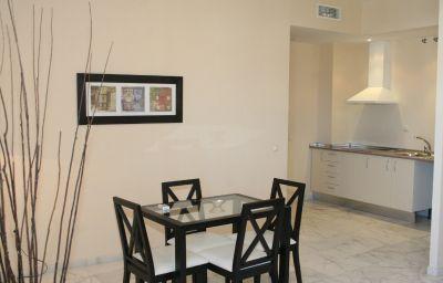 Lux_Sevilla_Apartamentos-Seville-Room-3-220773.jpg
