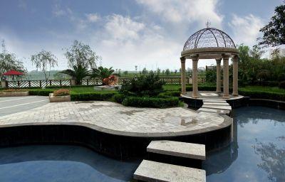 New_Century_Manju_Hotel_Luoshan_Former_Rhea_Lakeview-Shanghai-Garden-1-221089.jpg