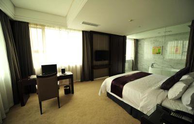 New_Century_Manju_Hotel_Luoshan_Former_Rhea_Lakeview-Shanghai-Suite-5-221089.jpg