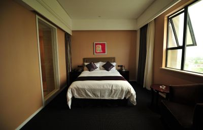 Single room (standard) New Century Manju Hotel Luoshan Former: Rhea Lakeview