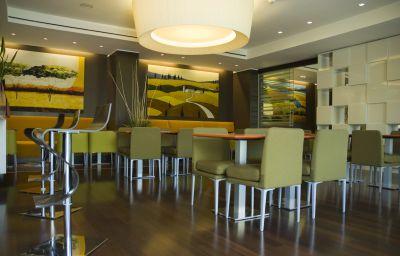 Cruise-Montano_Lucino-Hotel_bar-9-222236.jpg