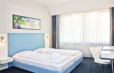 Winters_am_Checkpoint_Charlie-Berlin-Double_room_superior-222492.jpg