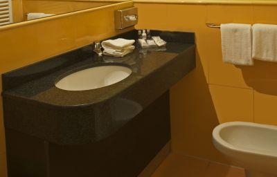 CDH_My_One_Hotel_La_Spezia-La_Spezia-Bathroom-1-223691.jpg