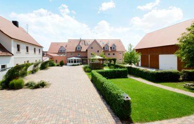 Acantus-Weisendorf-Hotel_outdoor_area-250268.jpg