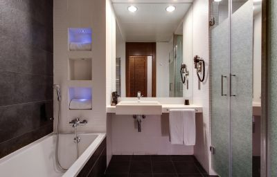 Rafaelhoteles_Madrid_Norte-Alcobendas-Bathroom-2-251662.jpg