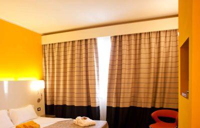 Prestige_Hotel_Motel-Grugliasco-Standard_room-17-251733.jpg