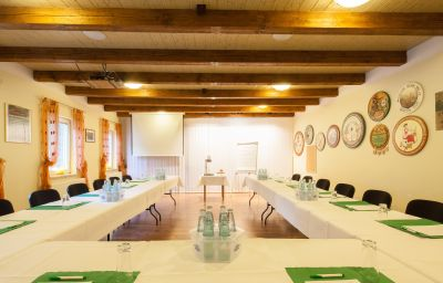 Am_Schlosspark-Wernigerode-Conference_room-252199.jpg