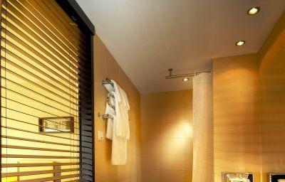 Qubus-Lodz-Bathroom-2-252283.jpg