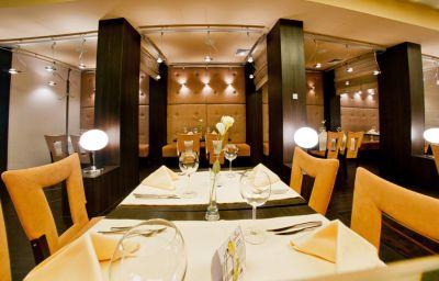 Qubus-Lodz-Restaurant-3-252283.jpg