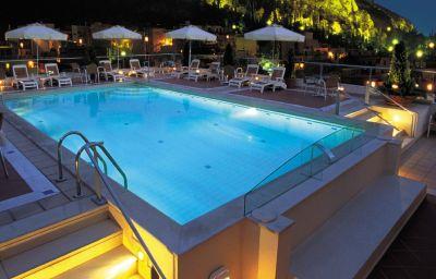 ZAFOLIA_HOTEL-Athens-Pool-2-252444.jpg