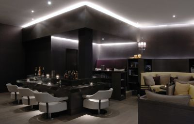 Bar del hotel QF Hotel