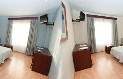 Santiago-Leon-Family_room-1-253110.jpg