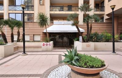 ResidHotel_Villa_Maupassant_Residence_de_Tourisme-Cannes-Hotel_outdoor_area-254555.jpg